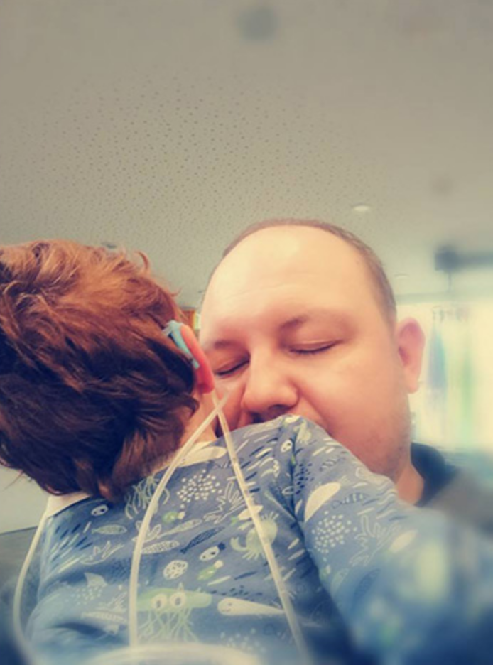 Médico cumpre promessa de dançar para garotinho doente em pleno hospital 1