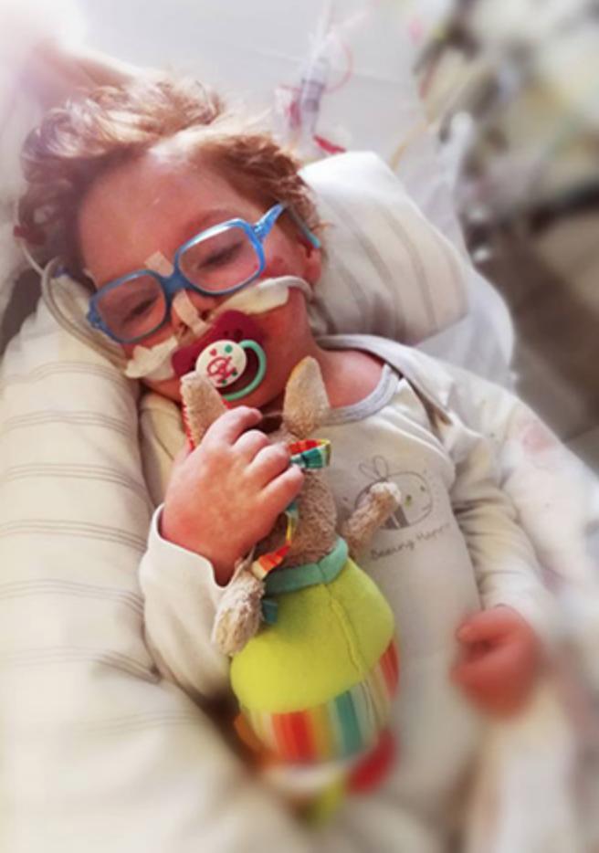 Médico cumpre promessa de dançar para garotinho doente em pleno hospital 2