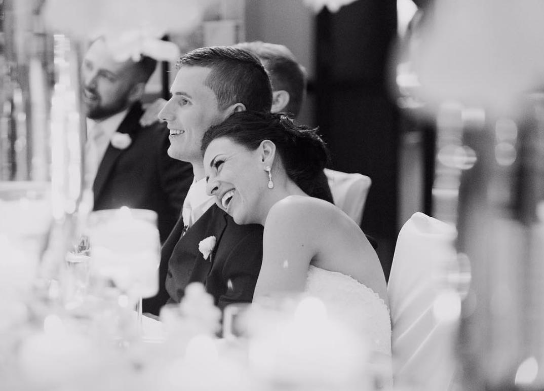 Jovem paraplégico caminha ao lado da noiva no dia do casamento e é impossível não se emocionar 4