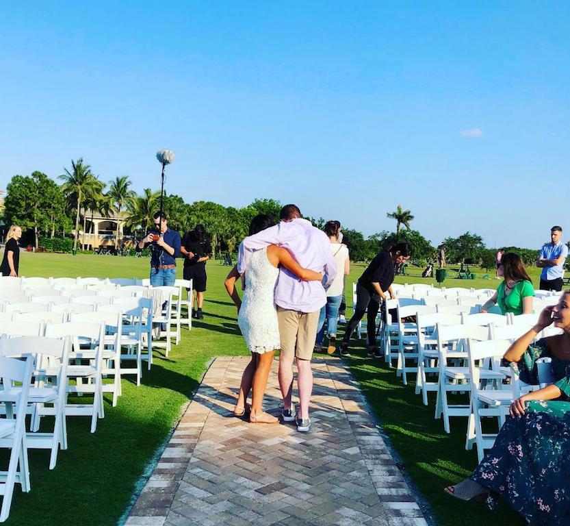 Jovem paraplégico caminha ao lado da noiva no dia do casamento e é impossível não se emocionar 6