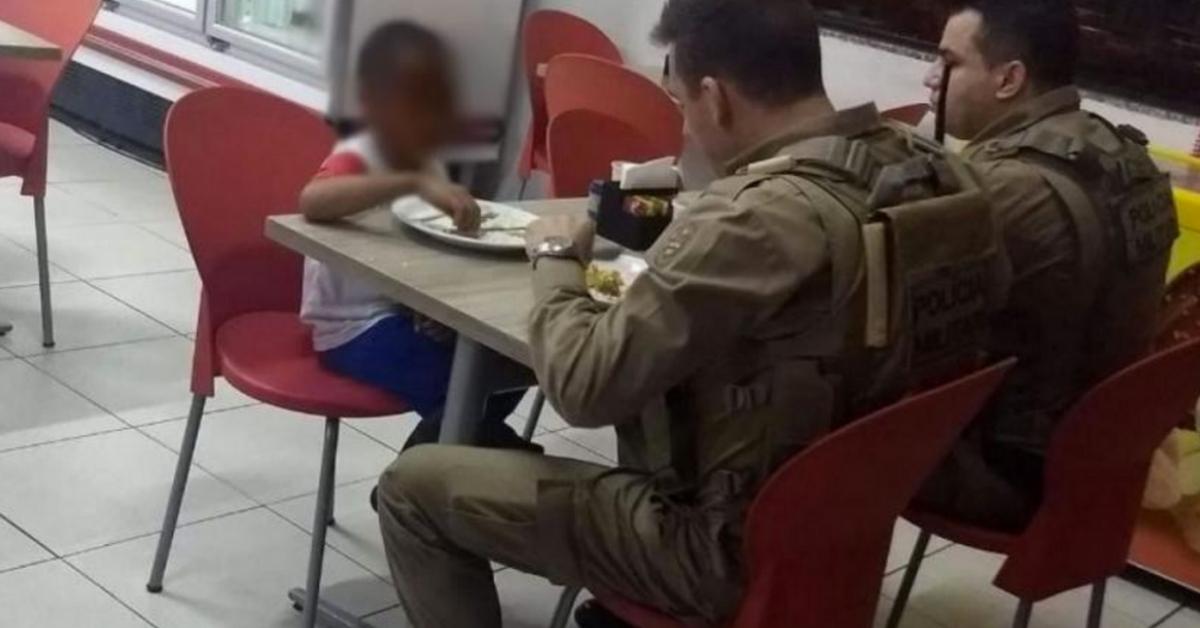 policiais pagam almoço para criança Joaçaba