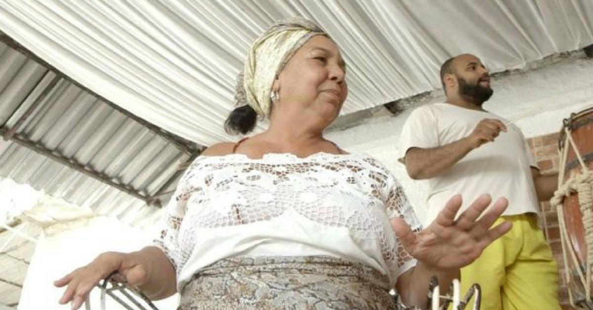 Evangélicos ajudam a reconstruir terreiro queimado no Rio 4