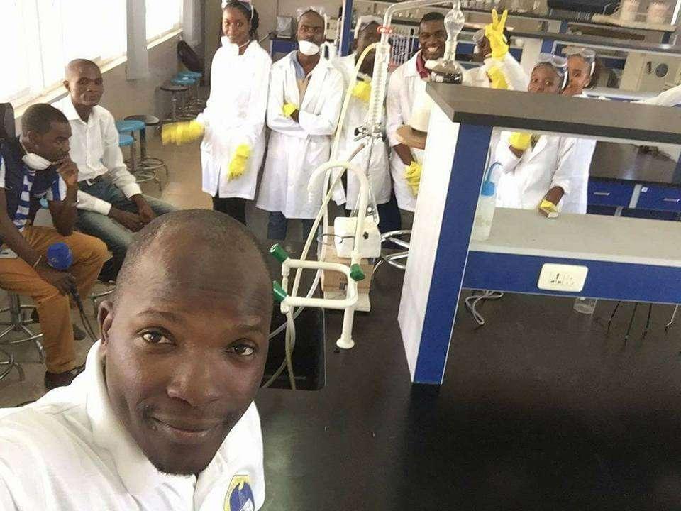 plástico-transformado-gasolina-estudantes-angola