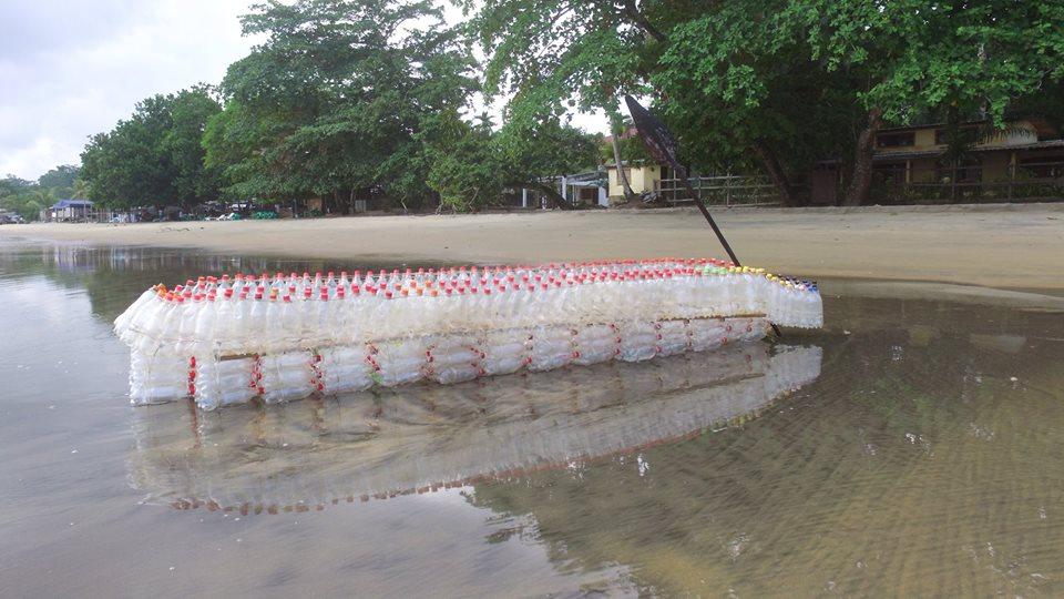 bote flutuante garrafas PET