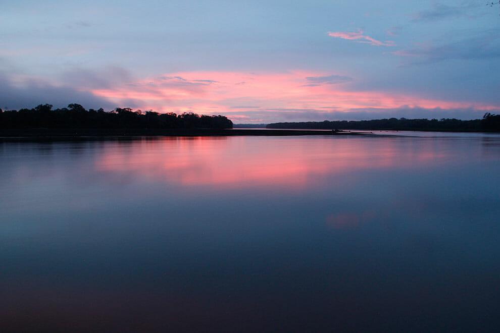 Canoa movida a energia solar está sendo usada como meio de transporte de comunidades da Amazônia 8