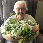 harry e meghan markle doam flores casamento hospício