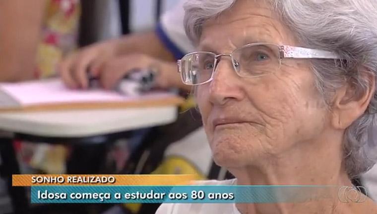 idosa-80-anos-aprende ler e escrever