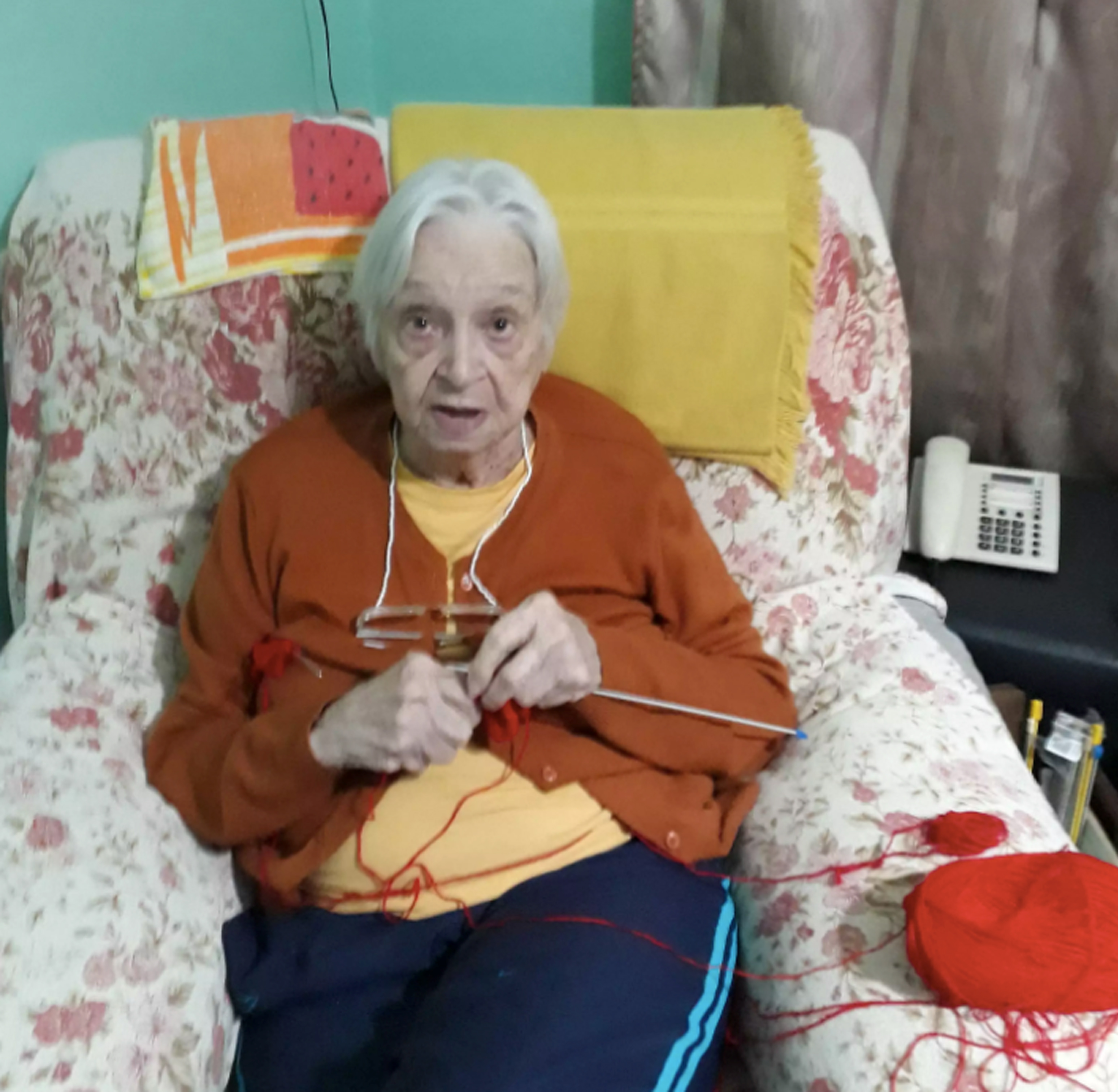 mulher faz casaquinhos meias lã
