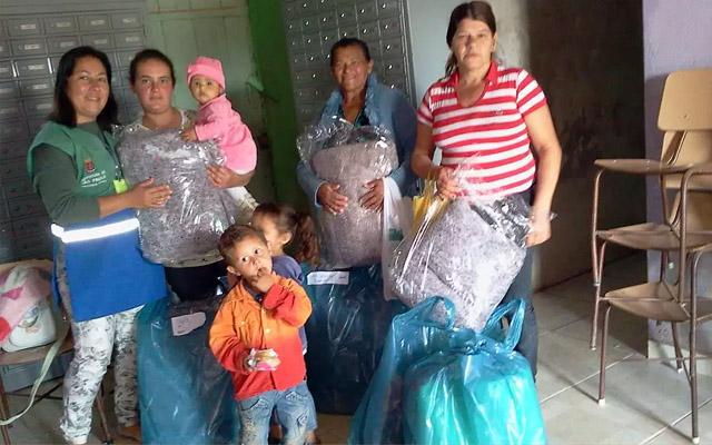 meias cobertores crianças abrigo