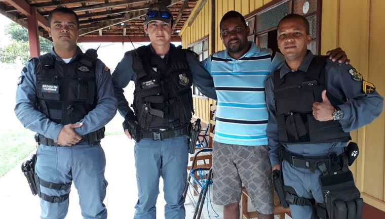 policiais pagam documentação moto porteiro