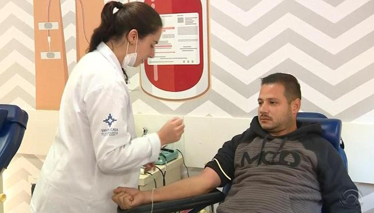 caminhoneiros paralisação doam sangue