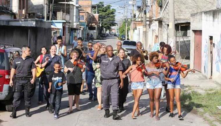sargento-orquestra-crianças-vila-kennedy-rio-janeiro
