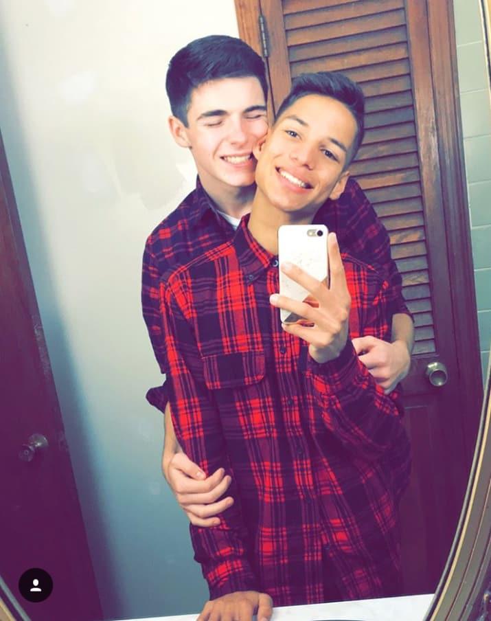 casal gay foto espelho
