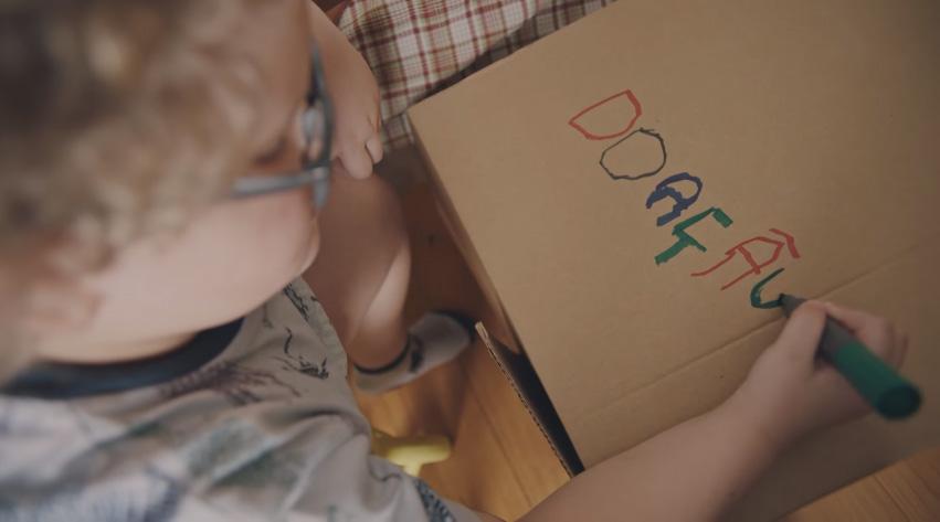 doação-roupas-criança-caixa