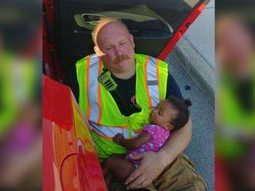 bombeiro conforta menina acidente