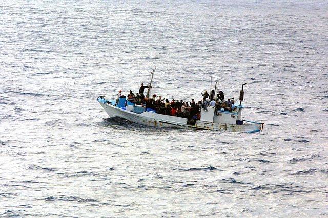 pilotos avião resgatar imigrantes barco