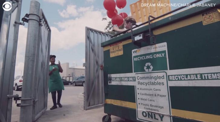 homem lixo surpreende estudante