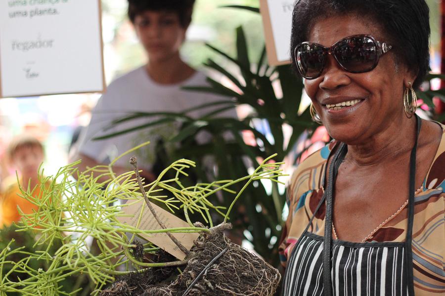 doação plantas mulher