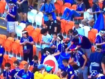 torcedores japoneses limpam estádio copa