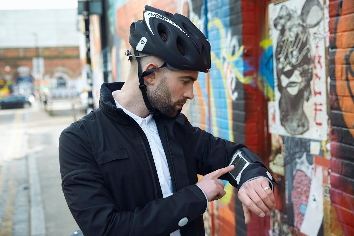 ciclistas jaqueta inteligente ford