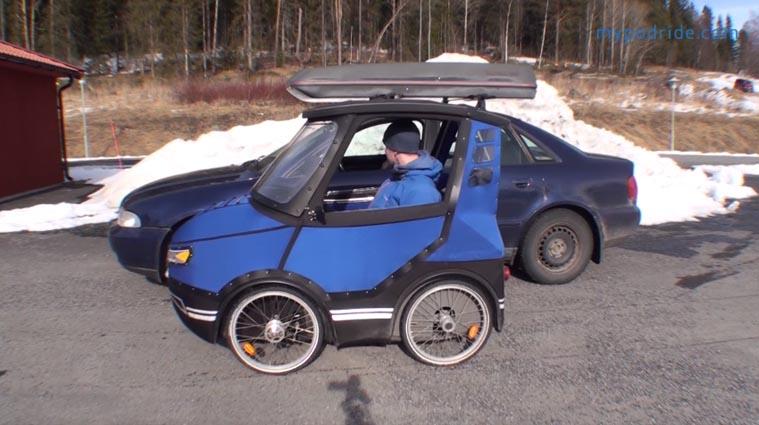 mini carro elétrico estacionado