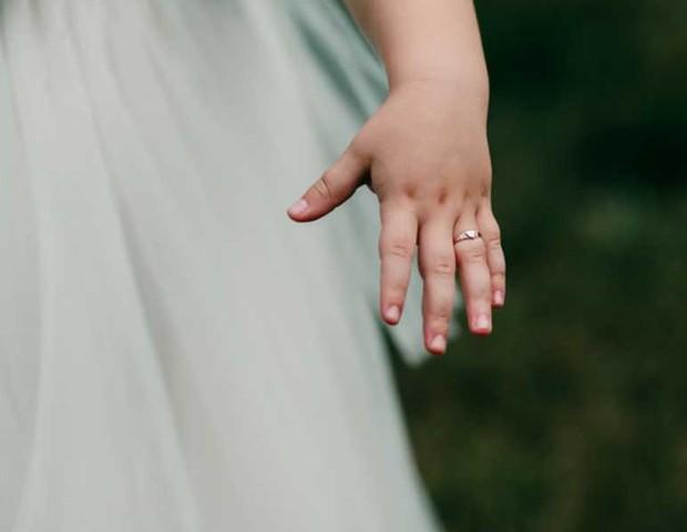 anel padrasto mão enteada