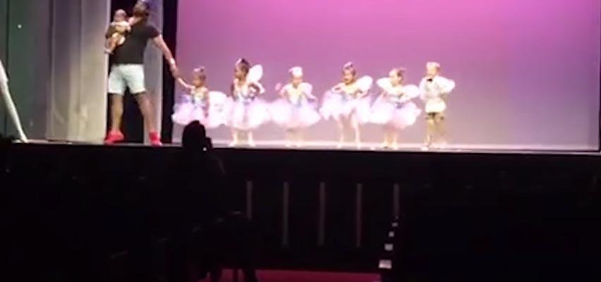 pai palco dançar balé filha