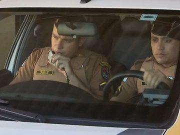 policiais doações homem preso