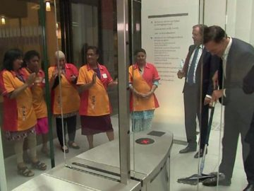 primeiro-ministro holandês limpa chão
