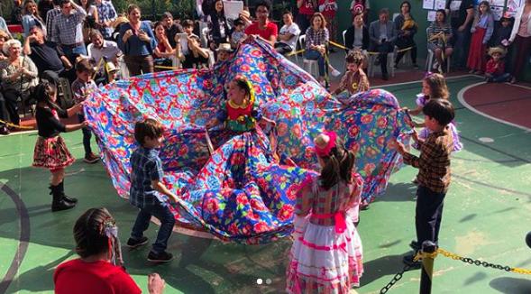 Escola adapta festa junina para que criança cadeirante se integre 1