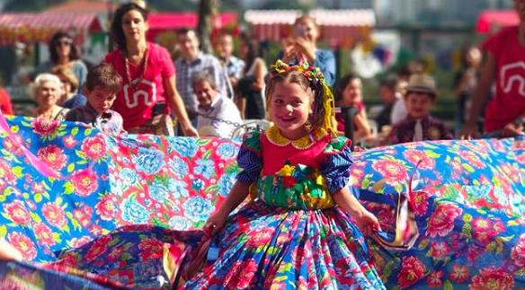 Escola adapta festa junina para que criança cadeirante se integre 2
