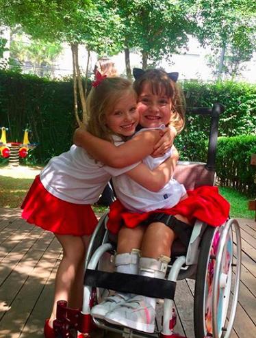 Escola adapta festa junina para que criança cadeirante se integre 3