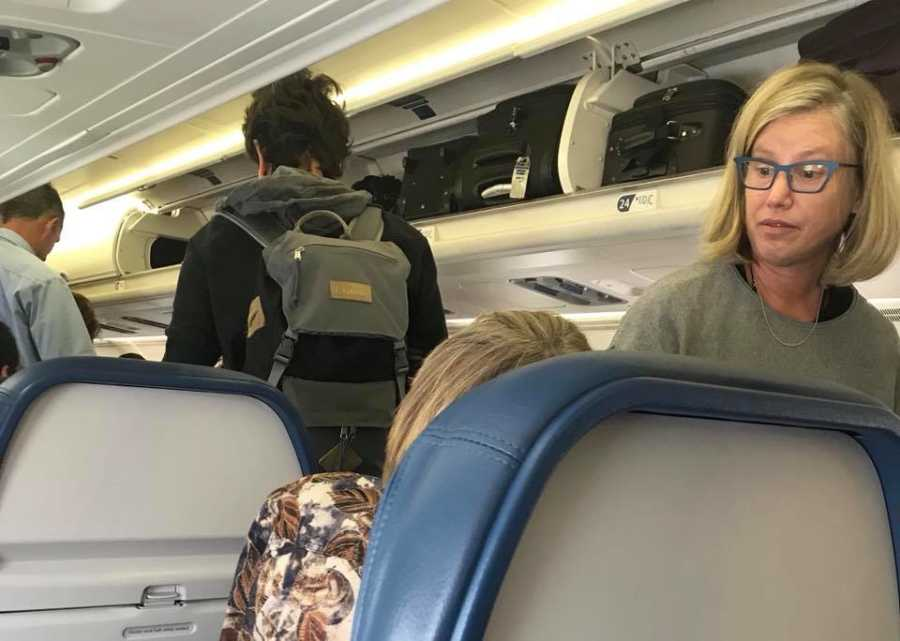 mulher atitude compaixão passageira voo