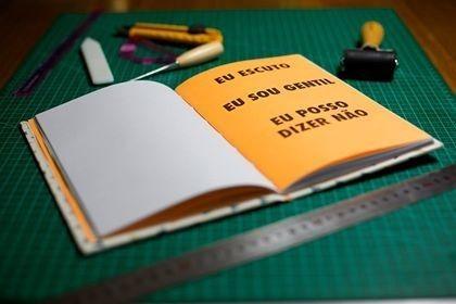 mutirões cadernos desenhos crianças escolas públicas