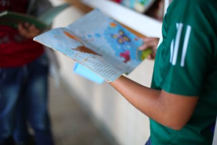 Professor faz biblioteca colaborativa em parada de ônibus e incentiva a leitura no Amapá 1