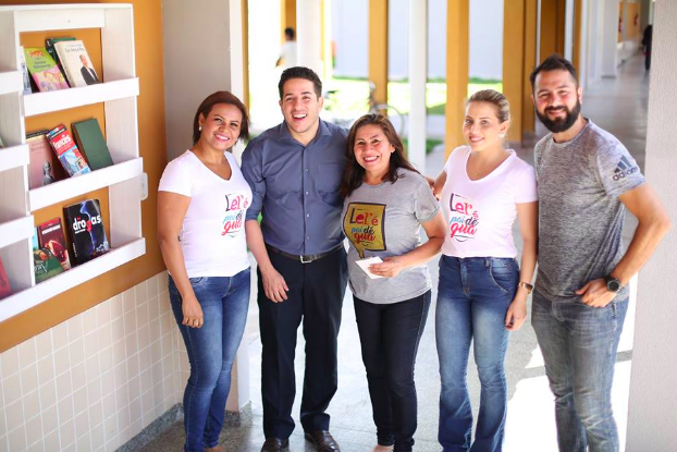 Professor faz biblioteca colaborativa em parada de ônibus e incentiva a leitura no Amapá 4