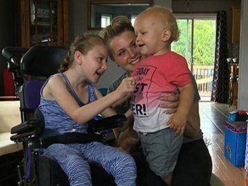 menina paralisia cerebral salva irmão piscina