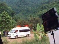 ambulância retira meninos caverna tailândia