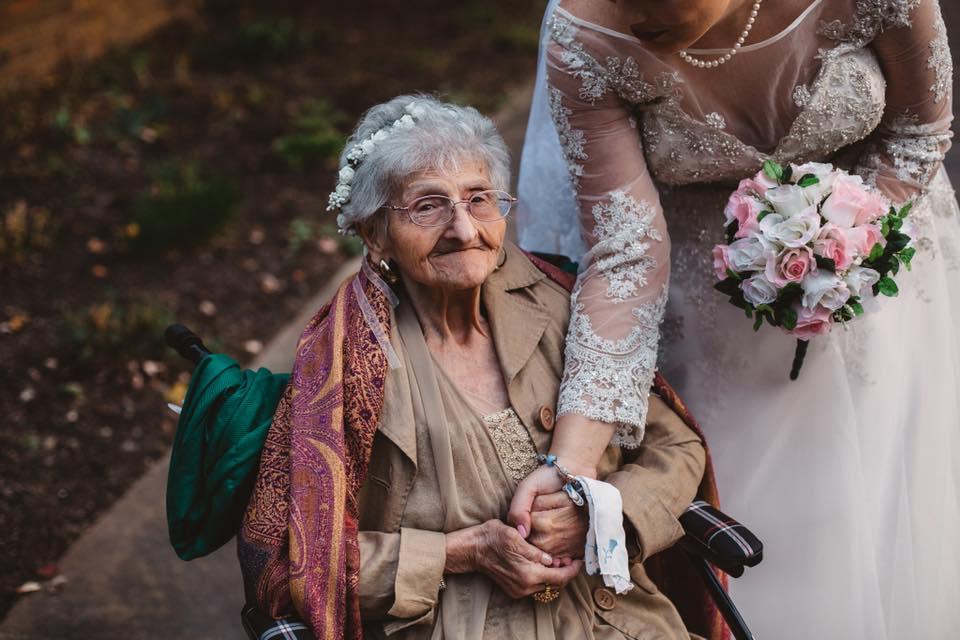 noiva convida avó daminha honra casamento