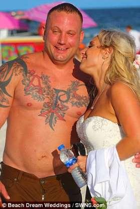 noivo abandona casamento salvar jovem afogava mar