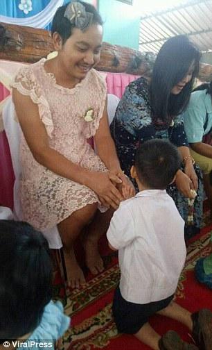 pai usa vestido filhos não ficarem excluídos dia mães