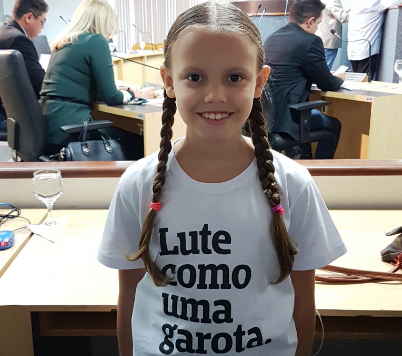Menina de 8 anos repreende mudança do nome da Cmei Arco-Íris