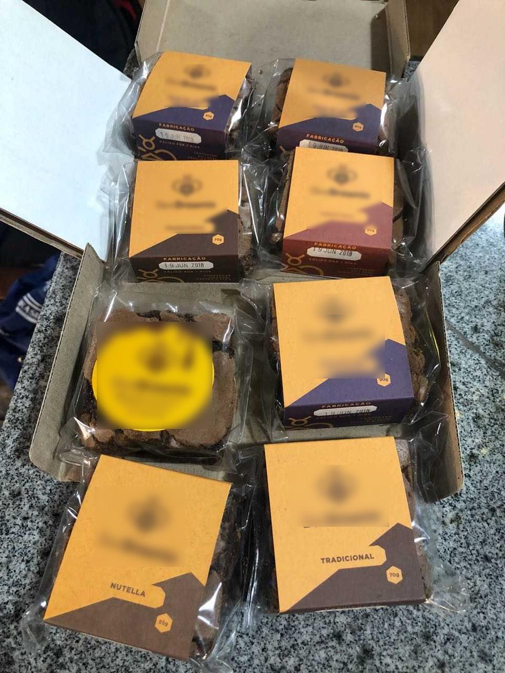 estudante vende brownies comprar cadeira rodas menino paralisia cerebral