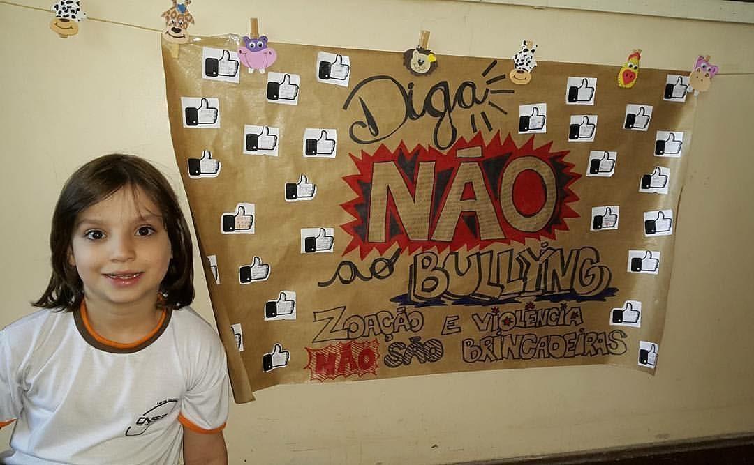 menino visita escolas falar bullying