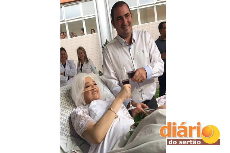 mulher internada câncer casa hospital