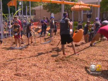 gangues celebram paz construindo parque crianças
