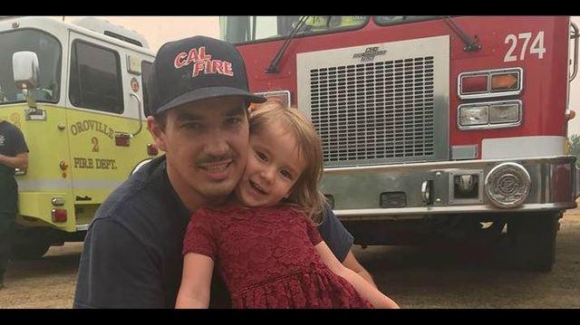 Menina leva café da manhã para bombeiros no incêndio da Califórnia 1