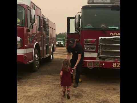 Menina leva café da manhã para bombeiros no incêndio da Califórnia 2