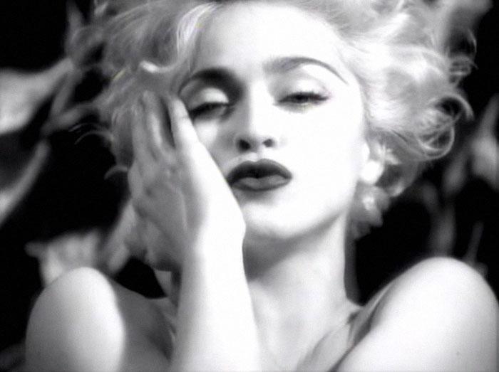 Fotógrafo recria fotos de Madonna usando seu cachorro 😂 15