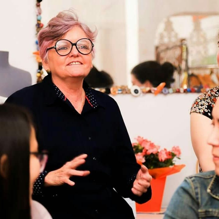idosa supera preconceito faculdade moda vira referência